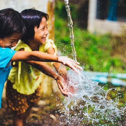 filles et eau